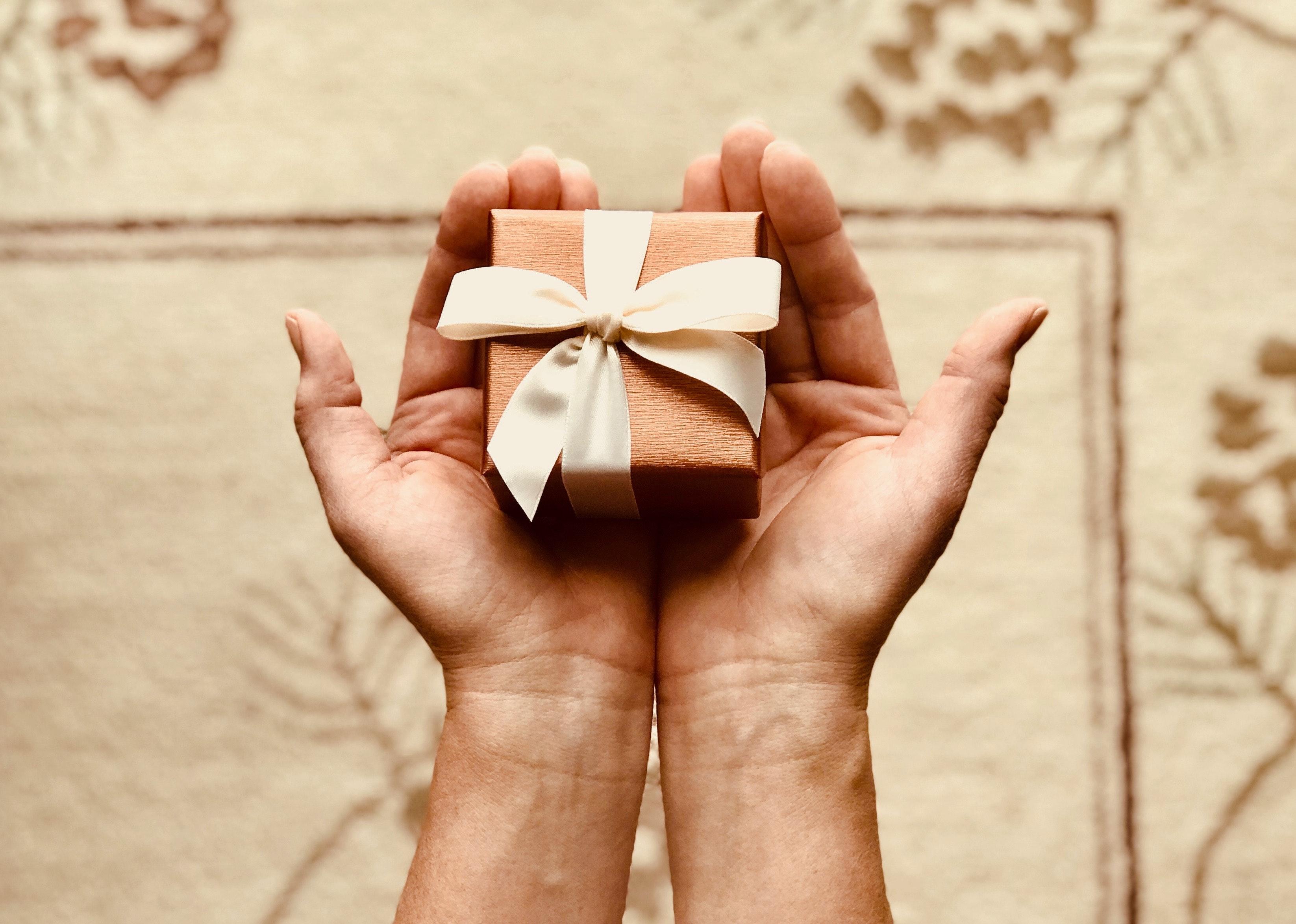 Kaledines-verslo-dovanos-su-logotipu