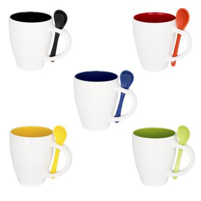 reklaminiai-puodeliai-su-sauksteliu-ir-su-logotipu-multidora